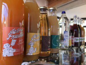 En plus de notre bière artisanale à Puissalicon, vous pourrez boire nos jus La Gorge Fruitée