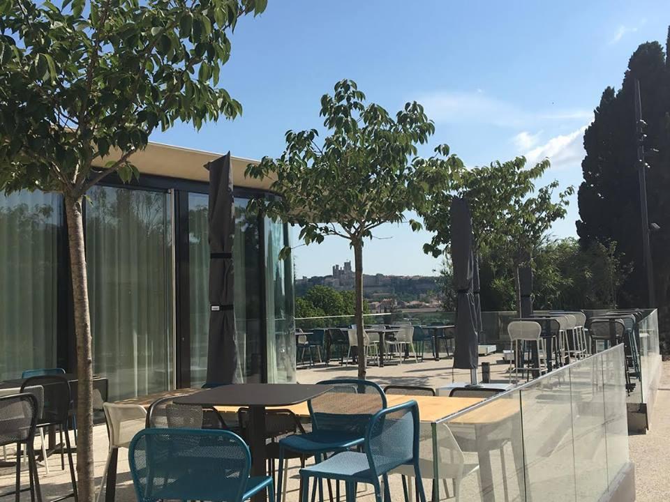 Il y a beaucoup de choses à voir à Beziers et environs depuis la terasse du restaurant tout neuf des écluses de fonseranes
