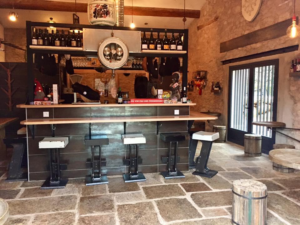 """le Trou du Krû est le bistrot du restaurant à Colombières sur Orb """"La Mécanique des Frères Bonano"""""""