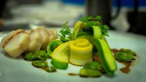 Restaurant l'Ambassade à Béziers.Crépinette de baudroie au chorizo, variation sur la courgette et la fève